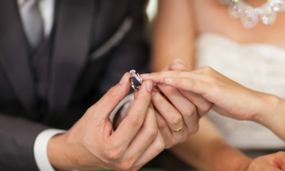 The Advantages Purchasing Engagement Rings Online01