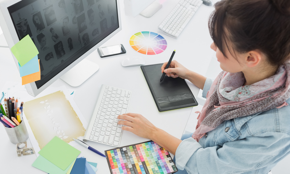 4 Ways Professional Graphic Designers Accomplish a Successful Design Projects