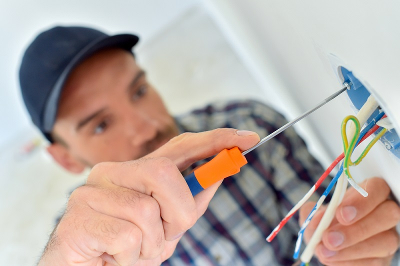 How a Commercial Electrician Different from Industrial Electrician?