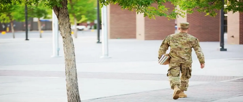 The Benefits of Online Classes Vs. On-Campus Classes for Military Personnel