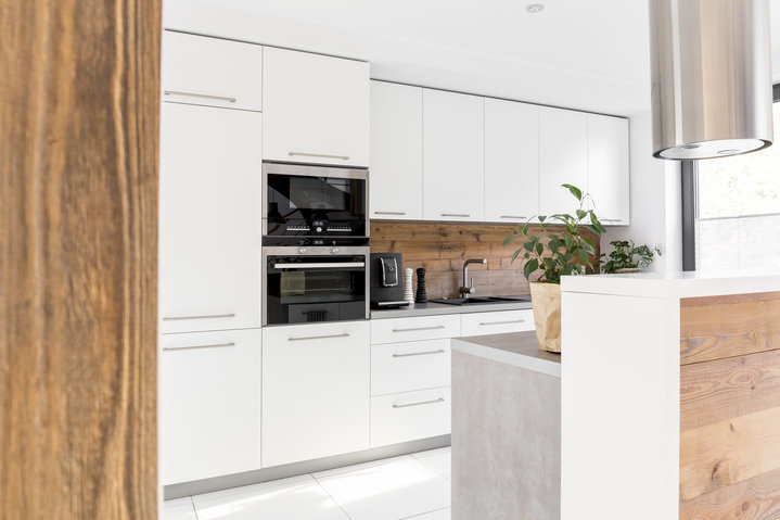 Go for Kitchen Cabinets that reach the ceiling