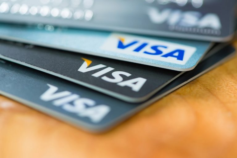 How to Choose the Right Credit Card for You in 4 Easy Steps?