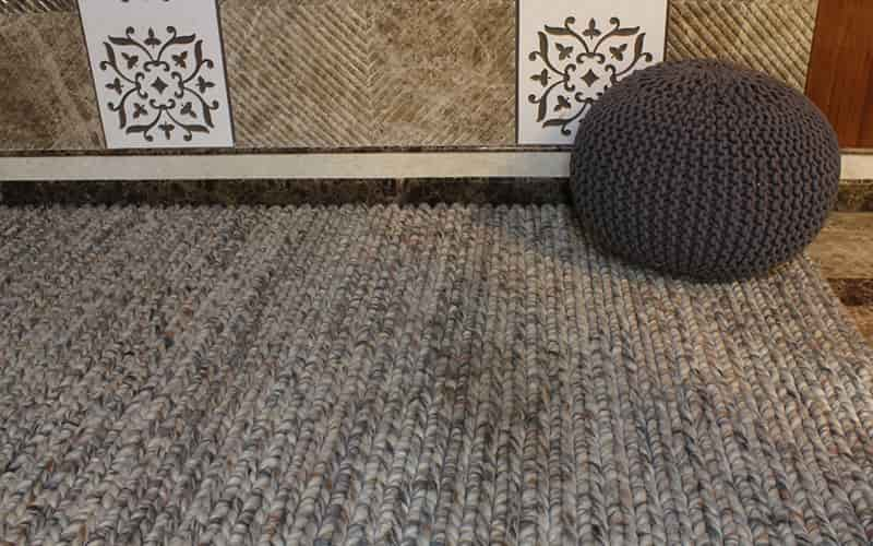 How To Decorate Your Carpet Surroundings?