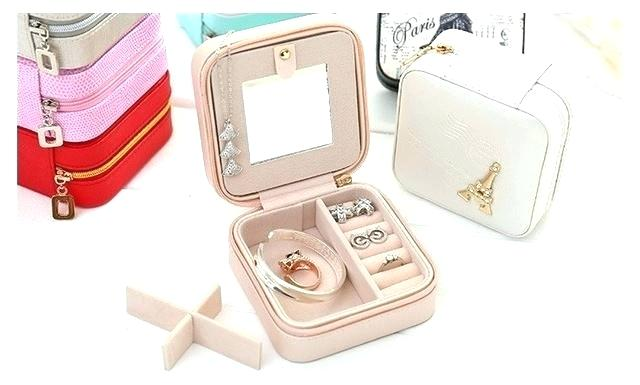 Trendy cosmetic boxes
