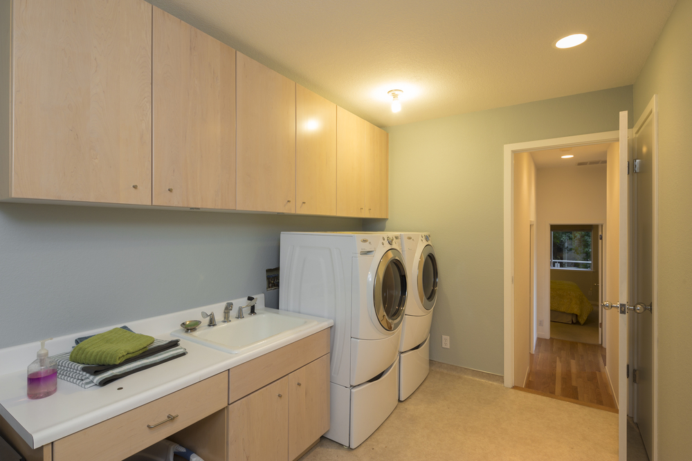 How to Choose the Perfect Laundry Room Cabinet?