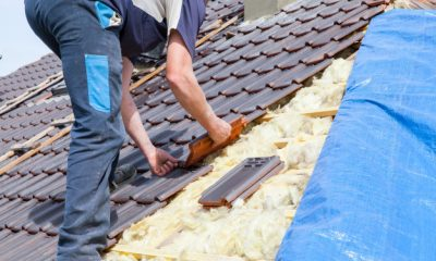 roofer-laying-tile-roof_105413-27