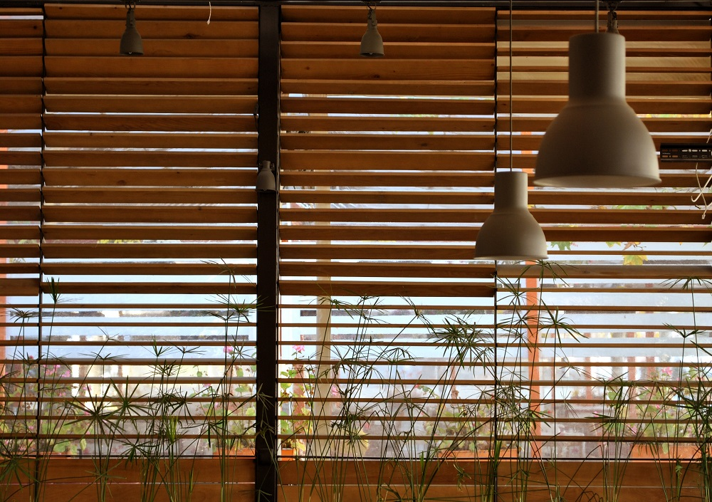 Few Important Things You Need To Know About Cafe Blinds