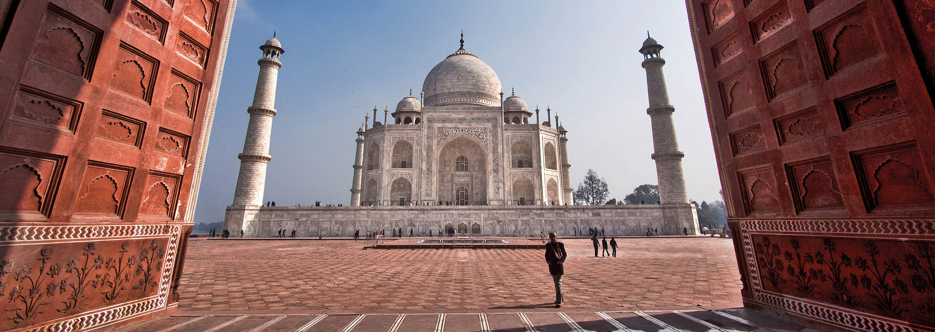 Get a complete and thorough Taj Mahal Tour Guide here