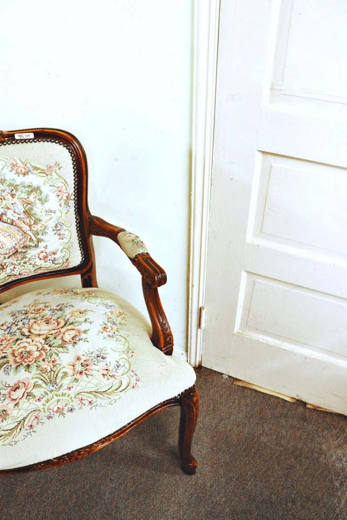 antique-armchair-chair-2894961
