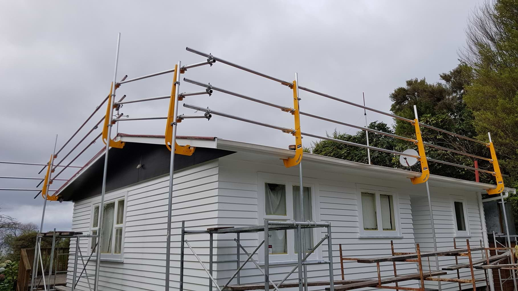 Get the Best Construction System With Edge Protection in Auckland