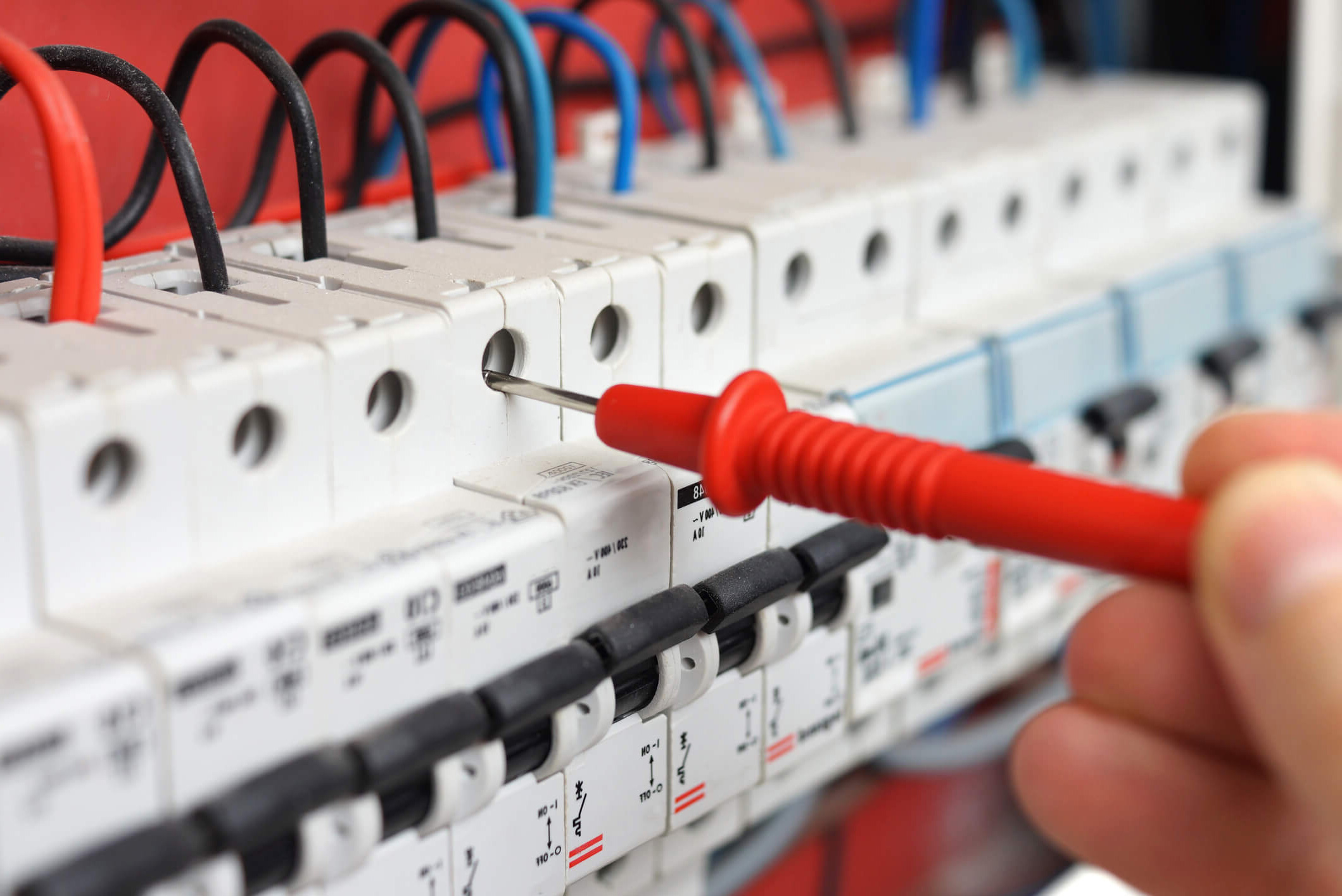 The 6 Biggest Signs That You Need an Electrical Contractor