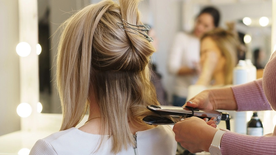 Guide To Choose The Best Highlights From A Professional Hair Lightening Treatment Salon