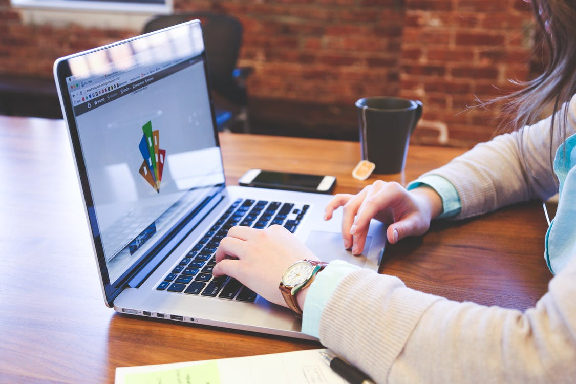 6 Undeniable Reasons to Hire Freelance Graphic Designers