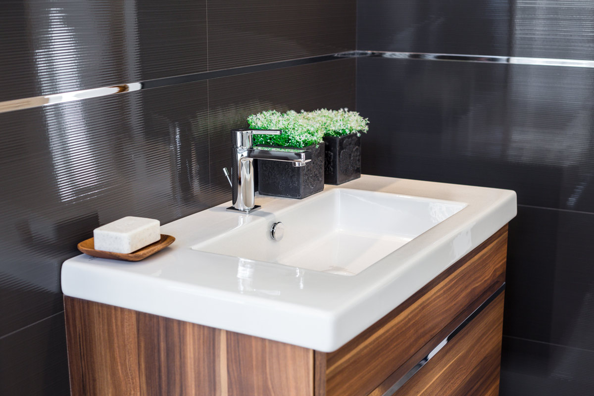 Bathroom Cabinets : Selecting the Right Material