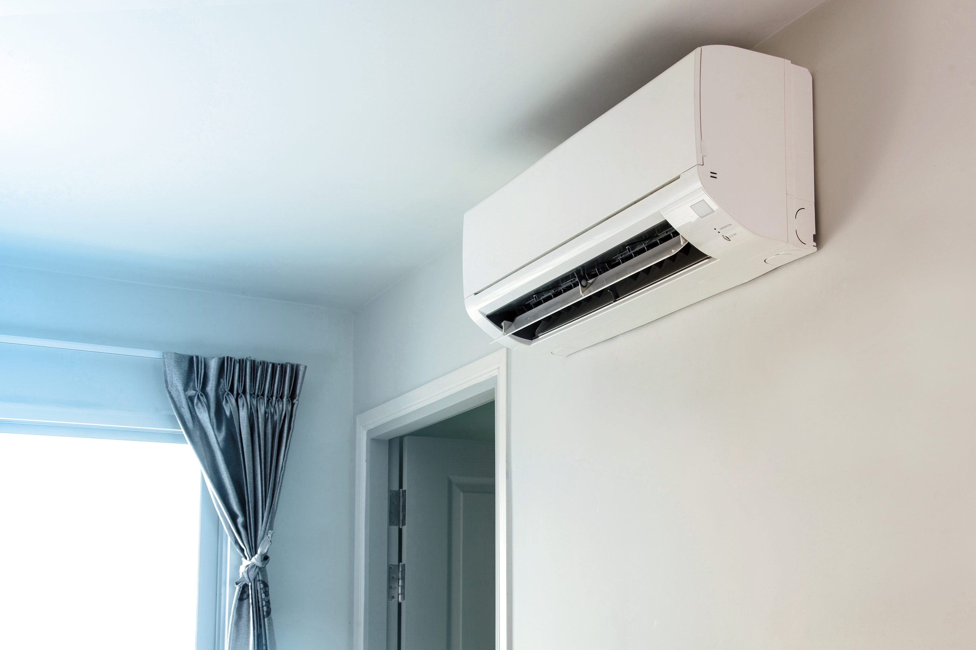 Avail the Blockbuster Deals on Your Favourite Air Conditioners