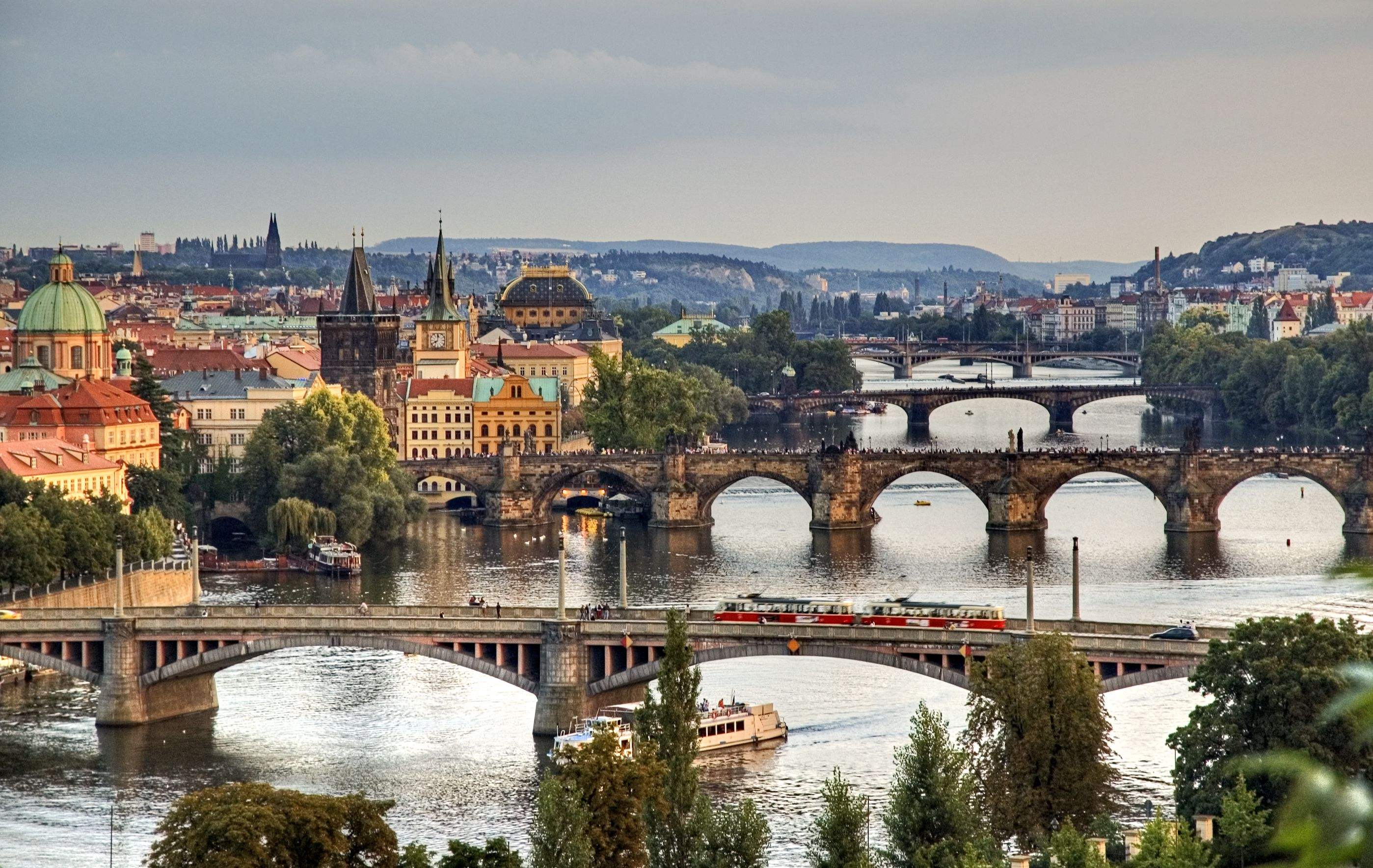 Plan to Visit City of Prague with United Airlines