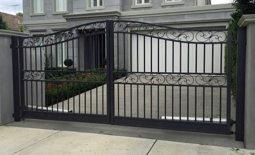 2 Types of Wrought Iron Fences You Must Install in Caulfield