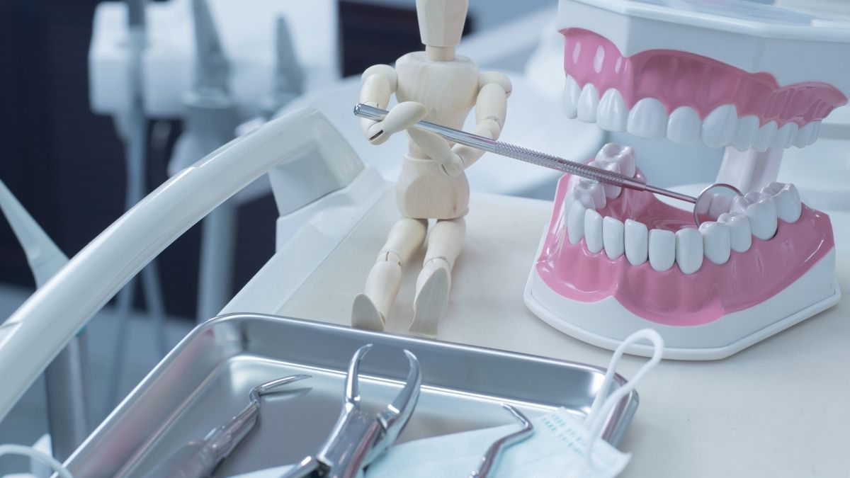 Things You Must Know About Dentures and Dental Services