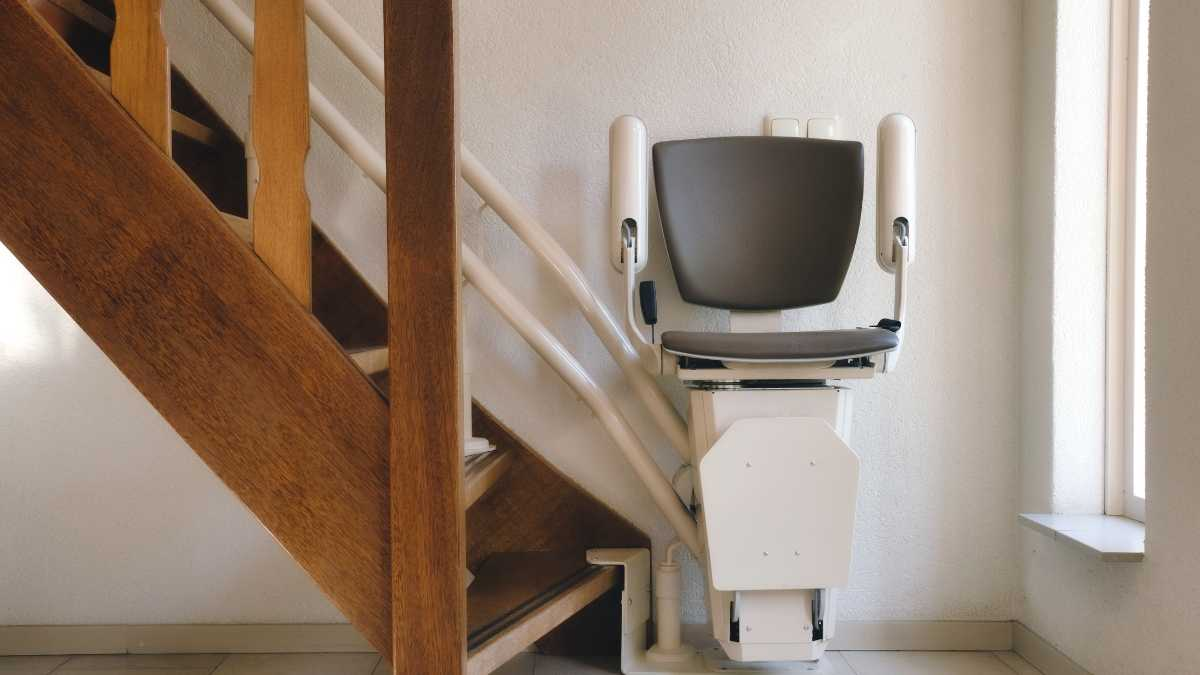 Stairlift Maintenance & Cleaning | The Complete Guide From Professionals!