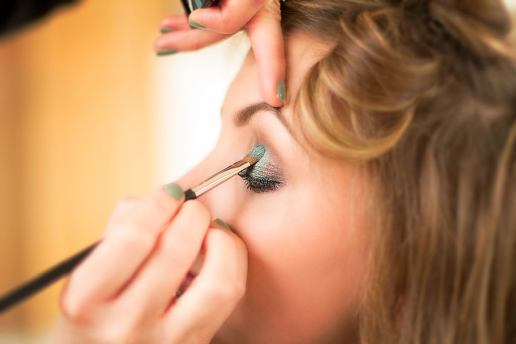 how-to-make-eyeshadow-more-pigmented-without-primer